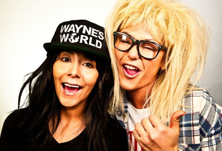 As Wayne and Garth from Wayne's World: | Snooki And JWoww Dressed As Iconic Television Duos