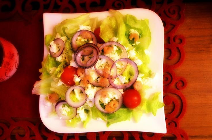 Taste me! Eat me!: Kulinarna globalizacja – sałatka grecka z krewetka...