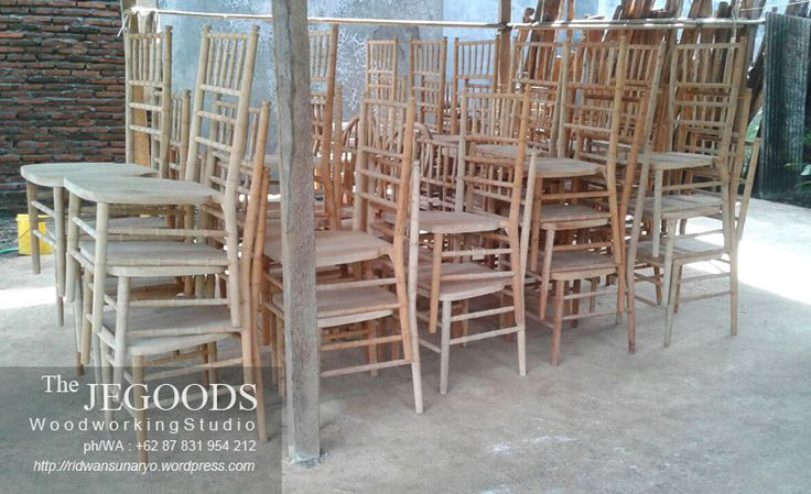 Ready Stock Kursi Tiffany. the Jepara Goods produced Tiffany Chairs at factory price. Tiffany chair or Chiavari chair is ideal for wedding ceremony. Kursi dekor kursi tiffany by Jepara Goods Woodworking Indonesia furniture manufacturer exporter.
