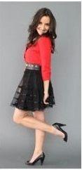 Оранжевый кардиган, синяя юбка, черные туфли