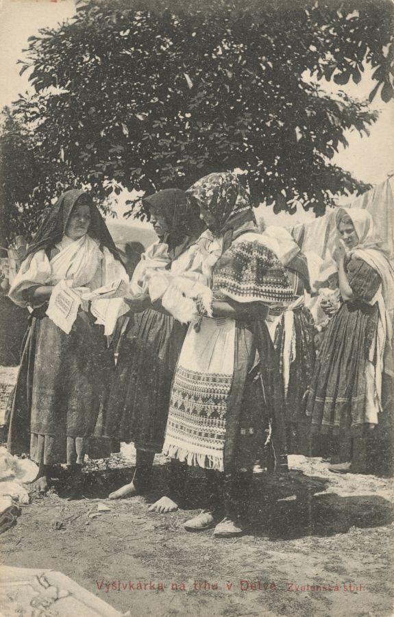 Pavol Socháň: Vyšivkárka na trhu v Detve 1912, Slovakia