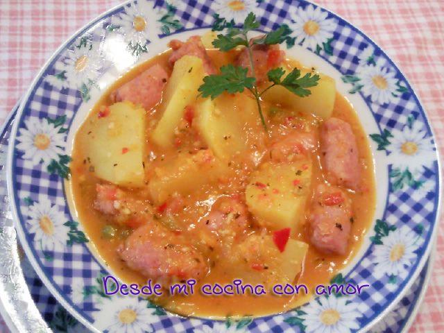 9 salchichas frescas   2 ajos   12 almendras   1 manojito de perejil   100 gramos de cebolla   50 gramos de pimiento verde   50 ...
