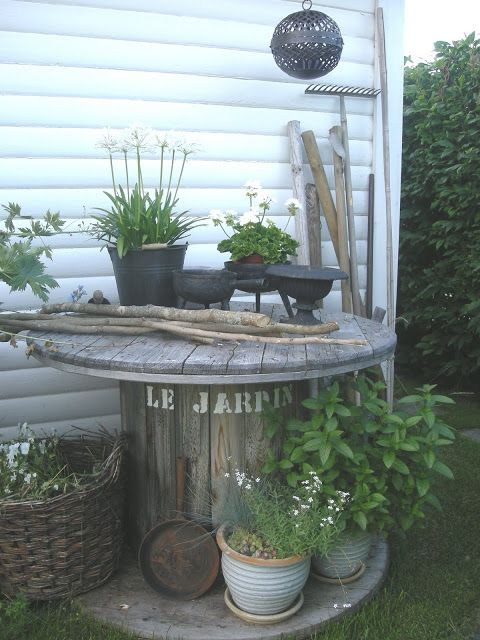 Another great display piece for outdoor potted plants.