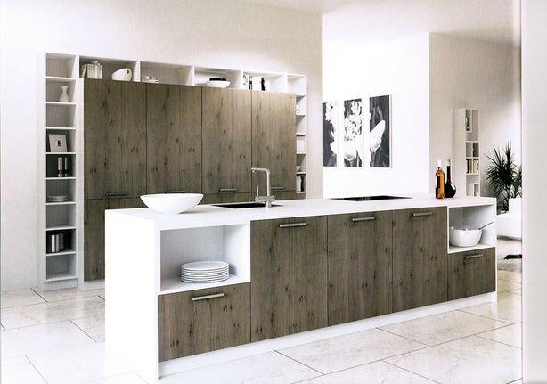 Keuken 15, uit Into the Wood serie van Rotpunkt. Een nieuwe variant op de 'vakjes' keuken van Cesar en Rotpunk. Het ruwe hout geeft een warme uitstraling