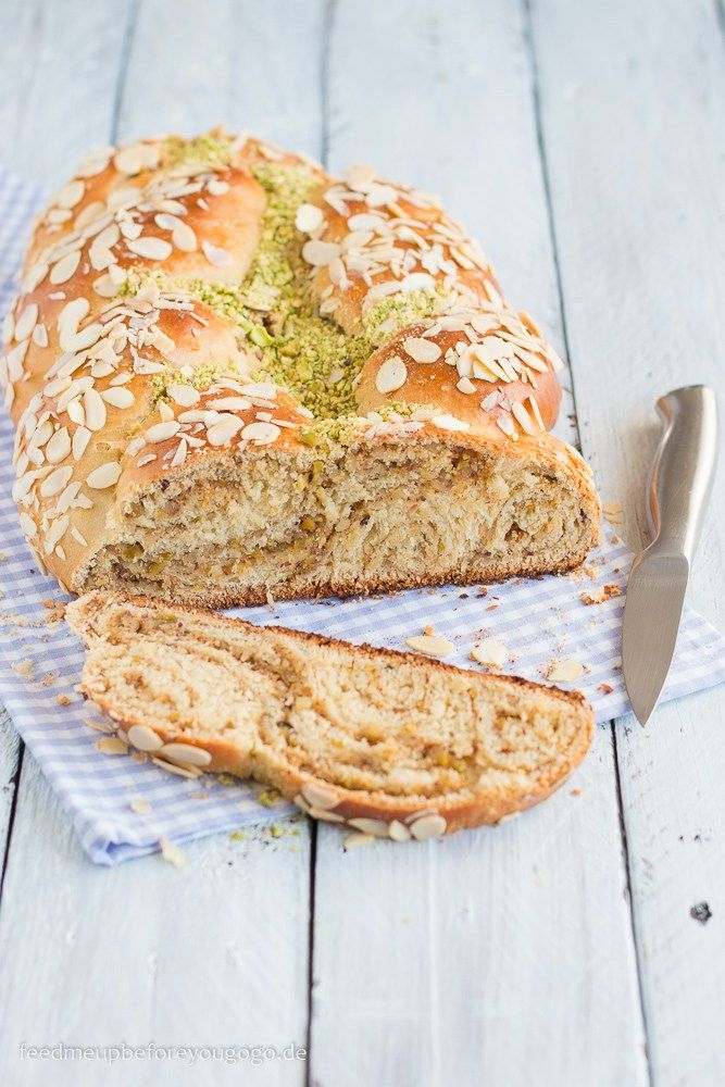 Osterzopf mit Pistazien & Zitrone Rezept / Braided Bread with pistachio & lemon // Feed me up before you go-go