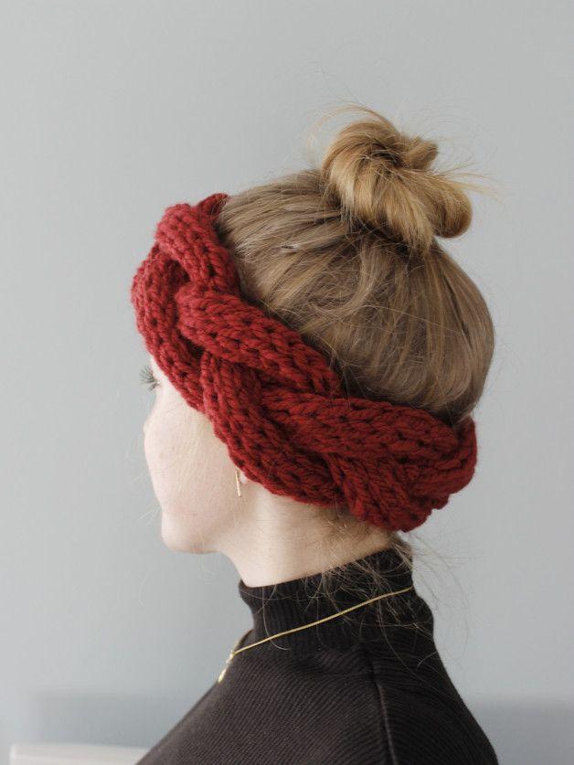Wenn man sich mal wieder nicht entscheiden kann, ob Mütze oder keine Mütze, gibt's hier die Lösung!  Ein unglaublich flauschiges Stirnband in angesagter Flecht-Optik sorgt garantiert für warme...