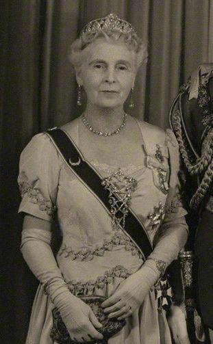 Princess Alice of Albany, Countess of Athlone and wife of Prince Alexander Cambridge, Earl of Athlone, United Kingdom (diamonds). © National Portrait Gallery, London.