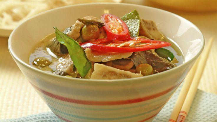 Gaeng keo wan svinekjøtt i grønn kokoskarri