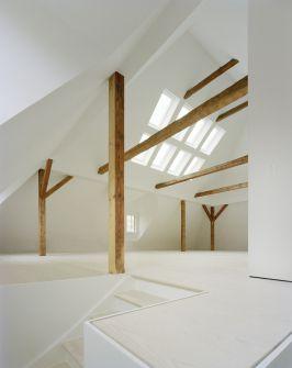Treppe zum Dachgeschoß - Haus F in M - White Tipi