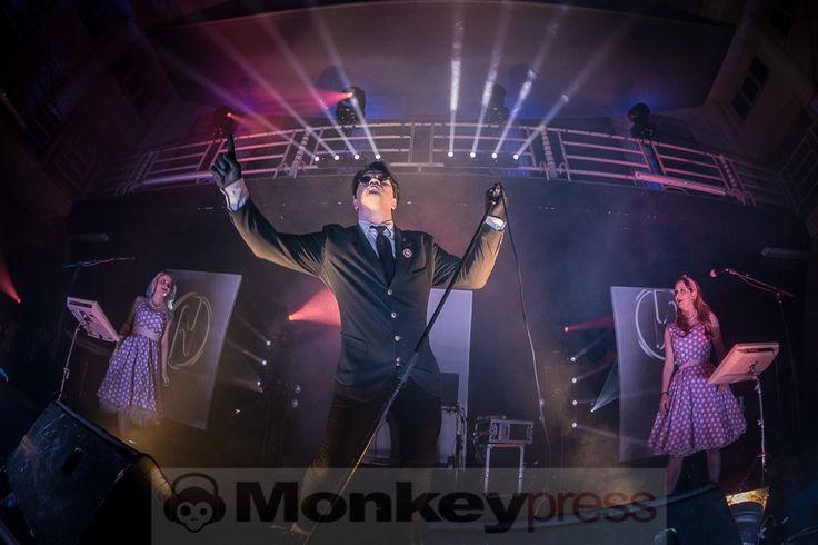 Fotos: WELLE:ERDBALL  WELLE:ERDBALL @ 7. E-ONLY Festival Altes Stadtbad Leipzig (18.02.2017)   monkeypress.de - sharing is caring! Autor/Fotograf: Danny Sotzny Den kompletten Beitrag findet Ihr hier: Fotos: WELLE:ERDBALL