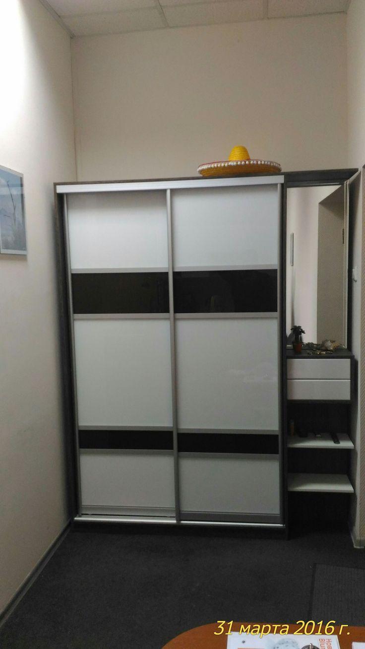 Шкаф купе для одежды по индивидуальному заказу.