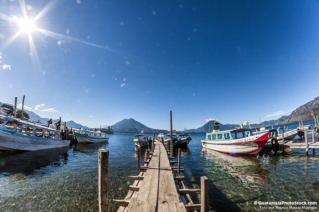 Lago de Atitlán Sololá. #guatemala #guatemalaphotostock #paisaje #landscape #landscapephotography #wanderlust #wanderland #wandering #wanderfolk #travel #instatravel #travelgram #viajexguatemala #instagrammersgt #instagood #instalike #instadaily #amanecer #sky