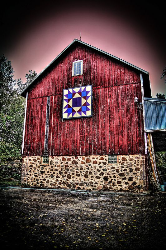 Quilt Patterns On Wisconsin Barns : Quilt on Red Barn, Wisconsin Barn Quilts Pinterest Photos, Red barns and Quilt