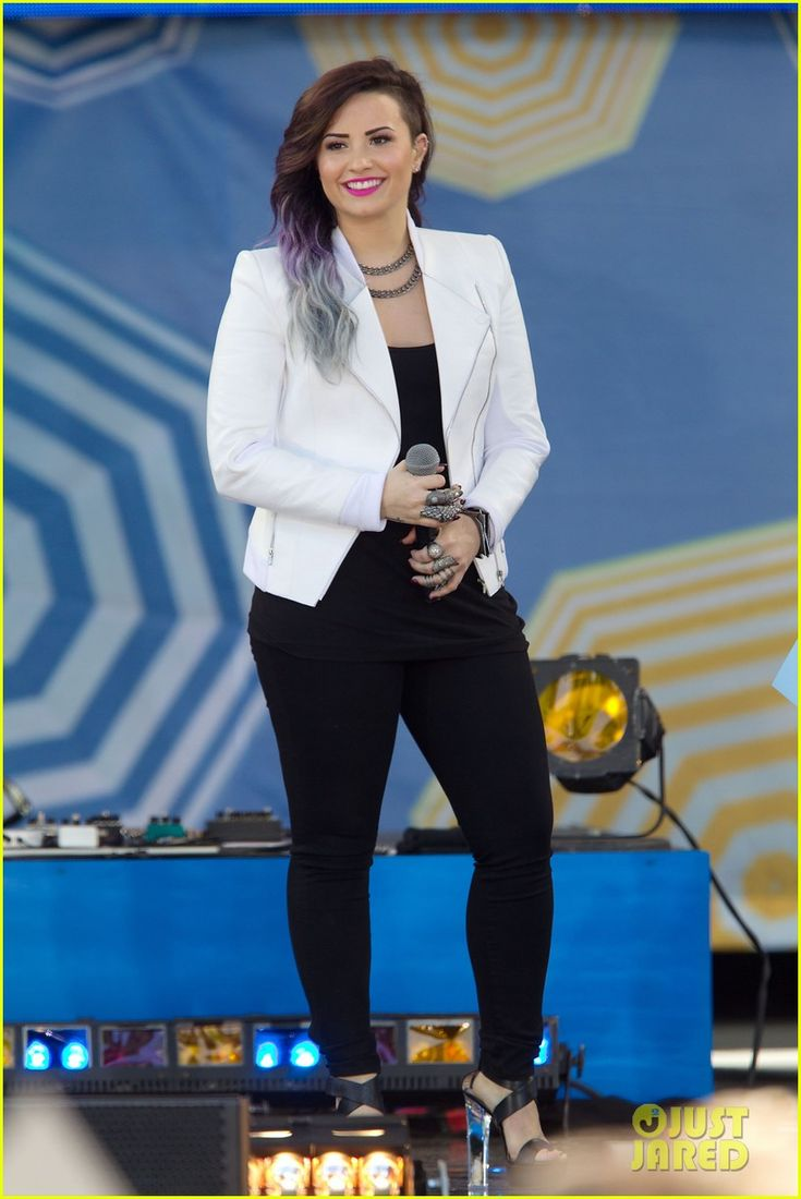 demi lovato cher lloyd gma concert series 03 Demi Lovato rocks hot pink lipstick with her new purple hair during the Good Morning America Concert Series in Central Park, New York City on Friday morning (June…