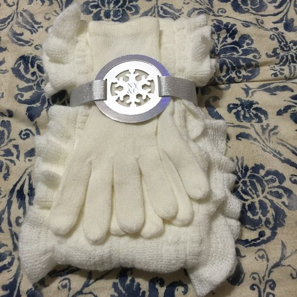 Brand new! NY & Co. cream gloves & scarf set Brand new with tags! Cream colored. Great for the winter! New York & Company Accessories Gloves & Mittens