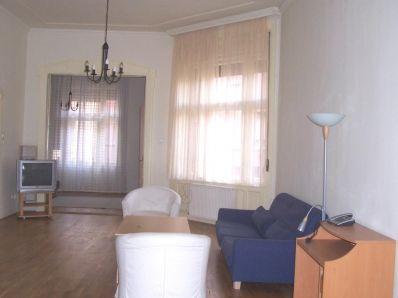 XIII.Kerület Hegedűs Gyula utcában körúthoz közel , rendezett, kulturált liftes épületben, eladó egy III .emeleti 89 m2-s 2,5 szobás utcai nézetű, felúj...