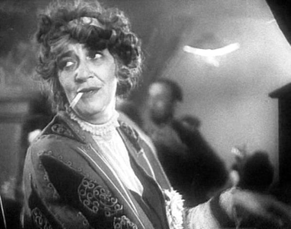 Остроумные цитаты Фаины Раневской  Фаина Георгиевна Раневская (Фаина Фельдман, 1896-1984 гг.) известна не только как великая актриса театра и кино, но и как неординарная, творческая, остроумная личность, шокирующая, но и привлекающая к себе многих людей своей прямотой и эксцентричностью. Статья: http://vipavia.livejournal.com/21596.html