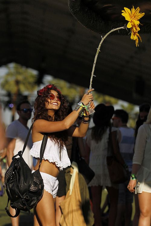 Vanessa Hudgens Indie Coachella outfit,  SMALL LENNON VINTAGE INSPIRED ROUND CIRCLE COLOR LENS METAL SUNGLASSES 8702