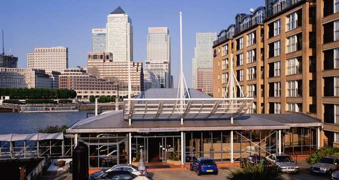 Hilton London Docklands Riverside Hotel - At the time Holiday Inn Nelson Dock, great view on the Thames, no need to shut the curtains