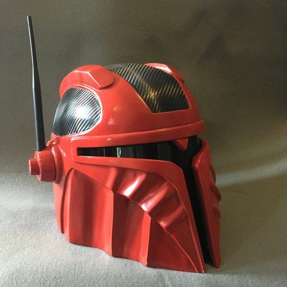 El renegado casco Mandaloriano personalizado por TheIronForge