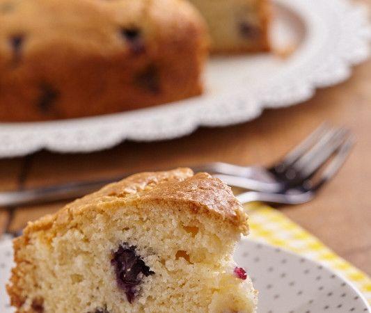 Ook het bakken van cakes en taarten kan prima zonder dierlijke producten. Onze receptenontwikkelaar Astrid kwam met deze heerlijke friszoete blauwe bessencake. Ideaal voor verjaardagen, een high tea of gewoon de lekkere trek! Kijk ook eens op haar persoonlijke blog ZuiverSap voor nog veel meer ideeën, tips en heerlijke plantaardige recepten!