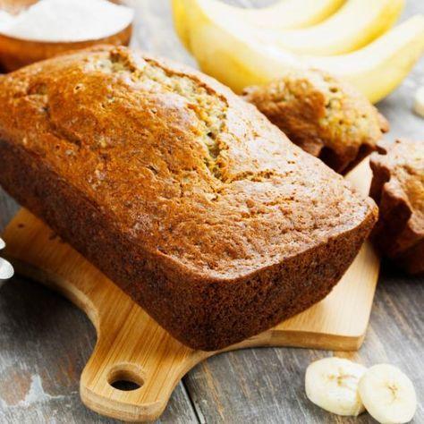 Aprende a preparar torta de banano casera con esta rica y fácil receta.  ¿Te gusta la torta de banano? Realizar nosotros mismos un pastel en lugar de comprarlo ya...