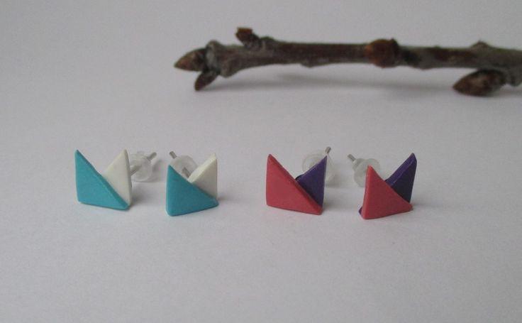 Triangel Blue/White or Pink/Purple stud earrings Fimo - Polymer clay buy here: https://www.etsy.com/shop/heymate