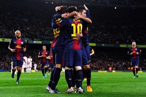 Barcelona 3 x 1 Rayo Vallecano : Olá pessoal,    O Barça venceu o Rayo Vallecano pelo campeonato espanhol e é mais líder do que nunca, Messi marcou pela décima oitava rodada consecutiva, ampliando ainda mais um recorde que já é seu. Com os dois gols marcados no jogo de hoje, Leo chegou aos 42 gols e é o artilheiro isolado do campeonato, será que dá pra bater os 50 de 2012? Em se tratando de Leo Messi eu não duvido de mais