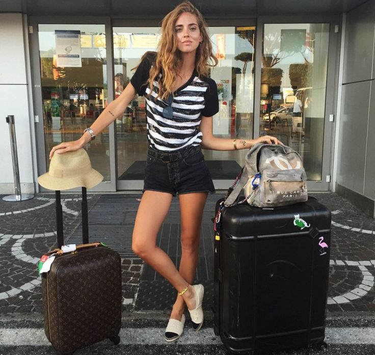 Chiara Ferragni has excellent airport style.