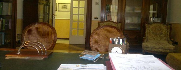 Aldo Schiavo è un psicologo clinico, psicoterapeuta, psicoanalista che opera a Salerno
