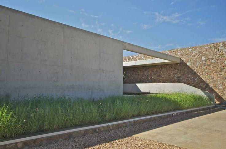 Thomas Gouws Architects - House Kleynhans Off Shutter Concrete & Stone