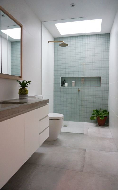 Ensuite with accent tile wall - by Winston Design Collaboration