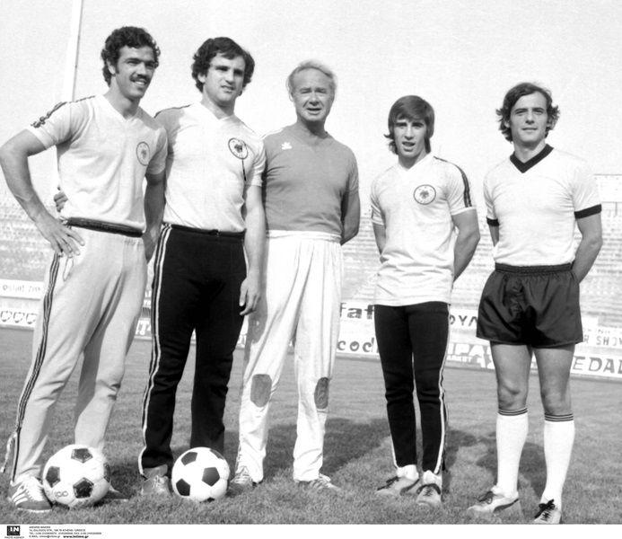 Από τη σεζόν 1976-77, ο Φράντισεκ Φάντρονκ είχε στη διάθεσή του τους Μπάμπη Ιντζόγλου, Τάκη Νικολούδη, Θωμά Μαύρο και Νίκο Χρηστίδη