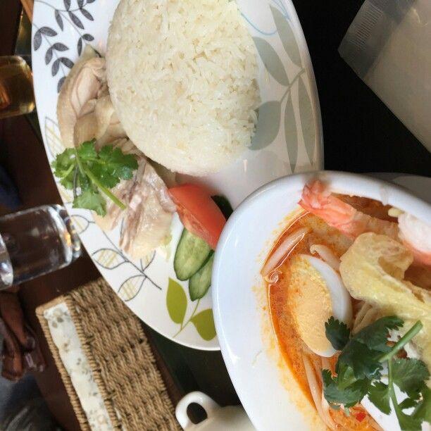 hainanese chicken rice. 海南鶏飯