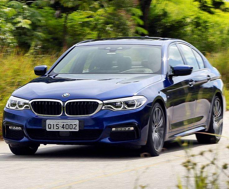 BMW Série 5: começam as vendas no Brasil Asétima geração do BMW Série 5 chega já está disponível em toda a rede de concessionárias BMW no Brasil nas versões 530i M Sport (R$ 314.950) e 540i M Sport (R$ 399.950). BMW 530i M Sport é equipado com motor de quatro cilindros em linha 2.0 litros capaz de entregar 252 cv de potência entre 5.200 e 6.500 rpm e torque máximo de 350 Nm de 1.450 a 4.800 rpm. Associado a um câmbio automático esportivo Steptronic de oito marchas com alavancas atrás do…