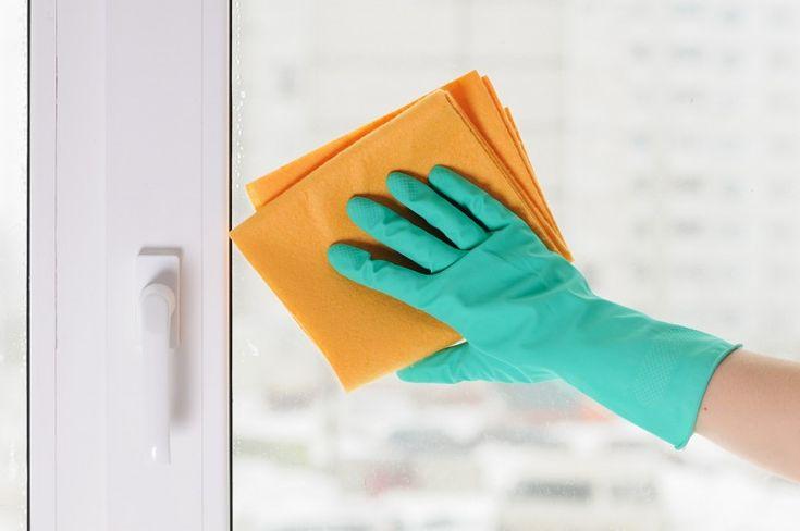 Моем окна и зеркала без разводов: секреты эффективной уборки — Полезные советы