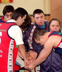 Mañana acaba el plazo para solicitar beca Ibercaja para el I Campus Deporte y Discapacidad (a partir de 10 años) Más info en http://conpequesenzgz.com/2012/07/deporte-i-campus-discapacidad-y-deporte