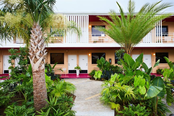 A Revived Midcentury Motel in New Orleans With Serious Flair - Photo 1 of 11 -