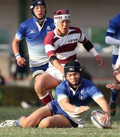 後半、ボールに飛びつく尾道の藤井(手前)=3日、大阪・花園ラグビー場 ▼3Jan2015時事通信|相撲経験生きた主将=高校ラグビー・尾道 http://www.jiji.com/jc/zc?k=201501/2015010300173 #National_High_School_Rugby_Tournament_2014_15