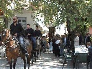 Παναγιά Μικροκάστρου στη Κοζάνη με τους καβαλάρηδες της Σιάτιστας