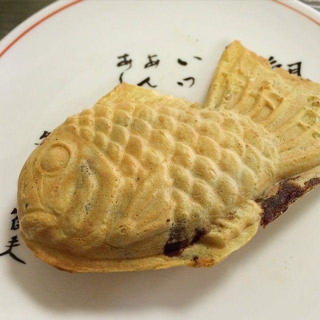 わかばで一丁焼きを一匹、150円。羽根というかバリをきれいにカットする丁寧な仕事ぶり。いつもの事ながら、さすが東京を代表する名店である。