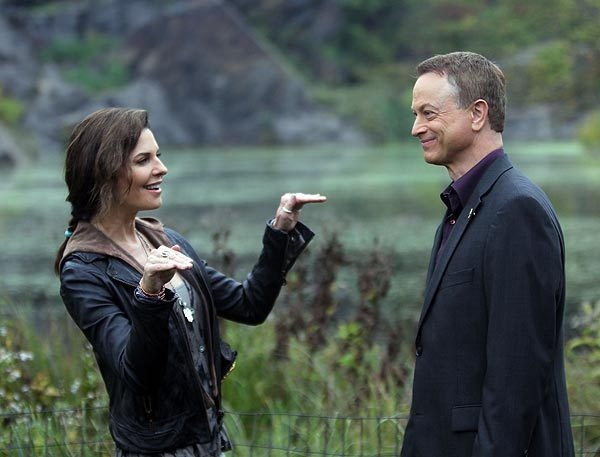 """Sela Ward and Gary Sinise on location in Manhattan for """"CSI: NY."""""""
