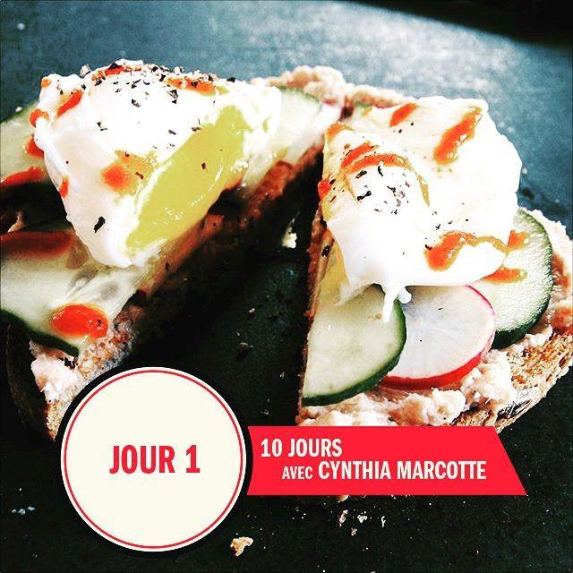 Jour 1 de recettes par @cynthia.marcotte.dtp : œuf poché + concombres + radis rouge + tartinade au jambon fait maison ! Délicieux et simple comme souper || Day 1 of @cynthia.marcotte.dtp recipes : poached egg + cucumber + red radish + homemade ham spread for an effortless and light dinner !  #StMethode #CynthiaMarcotte #Nutritionnist #HealthyBread #Foodies