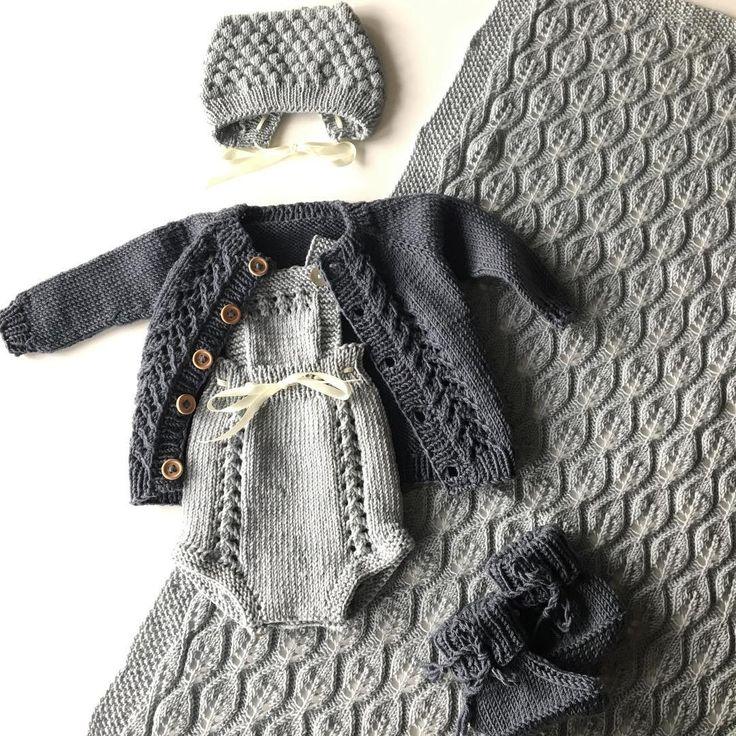 Hentesettet til lillebror er klart  #hentesett#bellateppe#veracardigan#strikktilsmårollinger#lillebrorsvintersko #guttefin#knittinginspiration#knitting_inspiration#knitspiration#knitinspire#i_loveknitting#knitstagram#knittersofinstagram#instaknit#instaknitters#strikktilbarn#babystrikk#barnestrikk#babyknits#neatknitting#ministil#kids_knitting_inspiration#knitinspo123#norwegianmade#norwegianmadeknitting#knitinspo#knitspo#knittingproject#knittinglove#knitforbaby