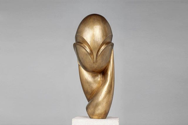 Constantin Brancusi | Mademoiselle Pogany II | 1933 | Bronze, 22,3 x 20 x 22 cm | Centre Pompidou, Parigi ╅ to suggest a post or repost tag @whiteroots #design#art#travel#building#city#archilovers#architecturelovers#urban#naturalbeauty#lifestyle#minimalism#sky#love#luxurygoods#architectureporn#buildings#nature#landscape#home#minimal#archidaily#luxury#instalike#modern#photo#whiteroots #killerminimal #minimal Natural Beauty from BEAUT.E
