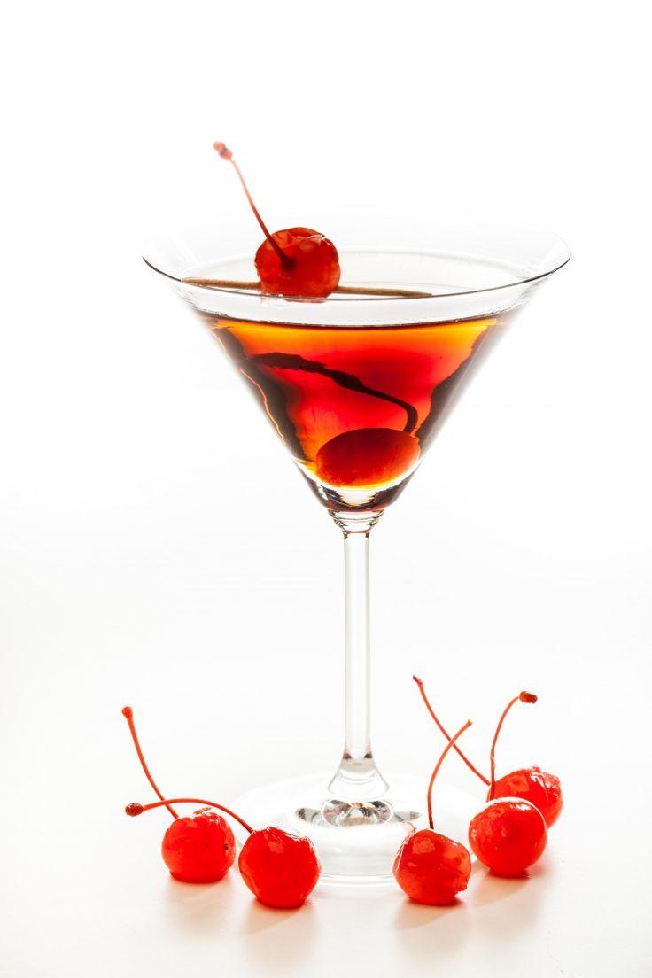 Manhattan cocktail, cocktail più famosi, cocktail con whiskey vermut angostura