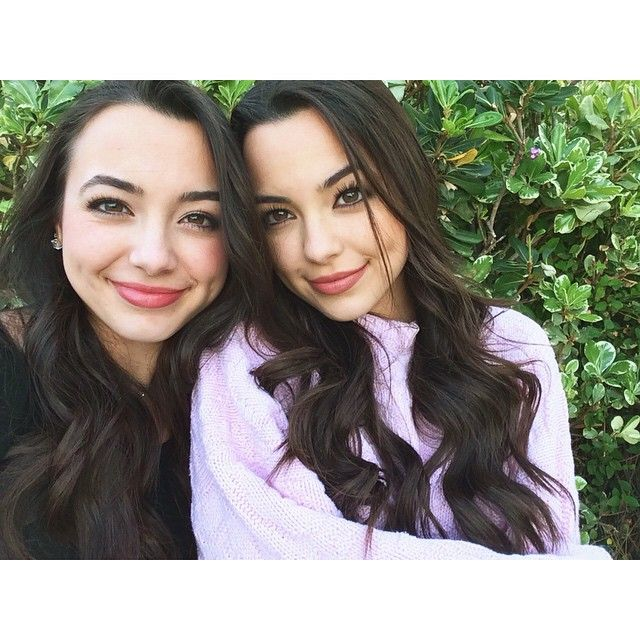 ((Left)) I'm Alexis im 16 and single daughter of Aphrodite I'm looking for a boyfriend...~Alexis ((Right)) I'm Ariana Alexis is my twin I'm also single and looking~Ariana