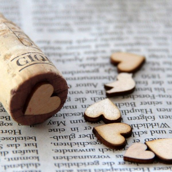 Quick and easy! Stamps made of corks and wooden table decoration thingies. Gonna make these!