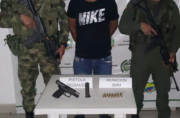 Es de resaltar, que en la verificación del material se conoce que esta arma de fuego es de uso privativo de la Policía y había sido hurtada