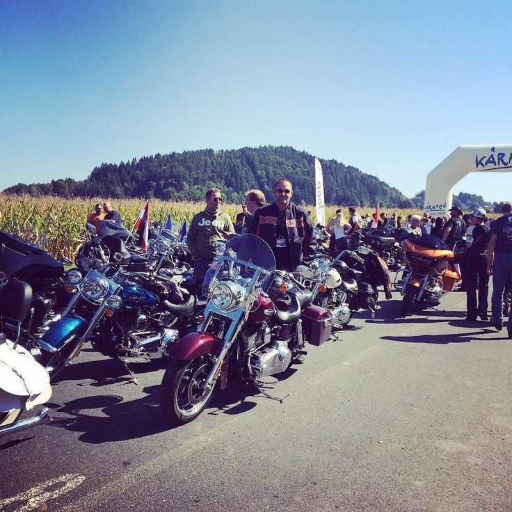 Just before the Parade is about to start at the European Bike Week 2015 #carporn #carswithoutlimits #carsofinstagram #picoftheday #harley #harleydavidson #europeanbikeweek #motorbike